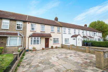 3 Bedrooms Terraced House for sale in Trent Gardens, Southgate, London, .