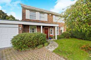 4 Bedrooms Detached House for sale in Hadley Wood Rise, Kenley, Surrey