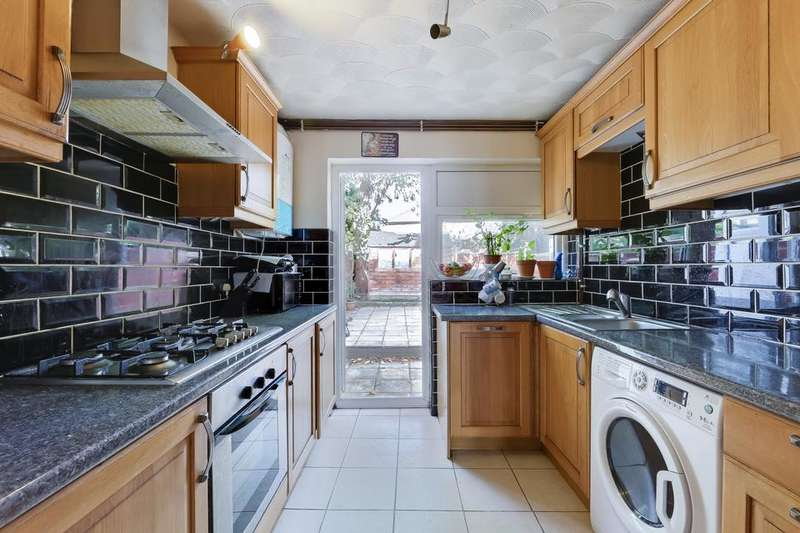 2 Bedrooms Terraced House for sale in Langley Crescent, Dagenham RM9
