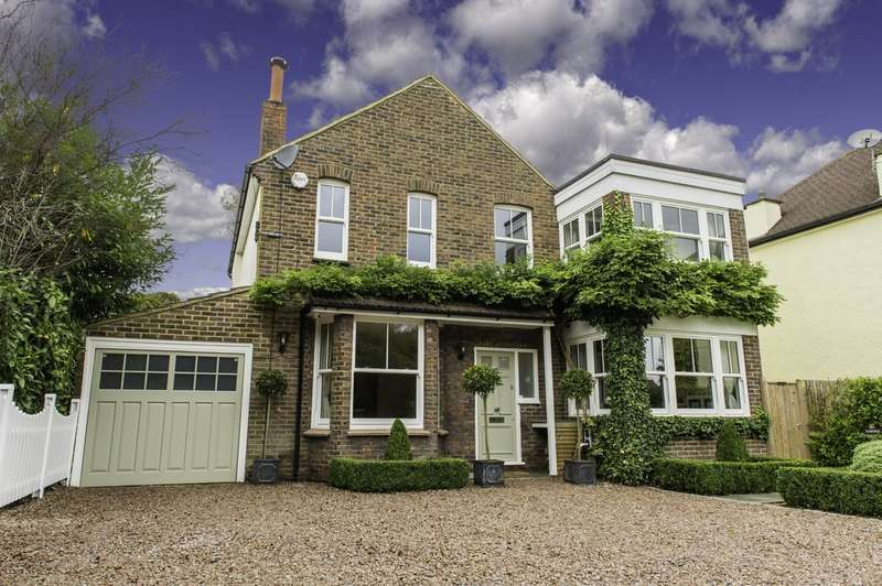 4 Bedrooms Detached House for sale in Hilltop Lane, Caterham