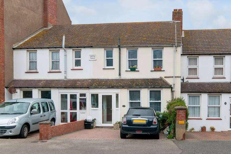 3 Bedrooms House for sale in Claremont Road, Seaford, East Sussex, BN25 2BA