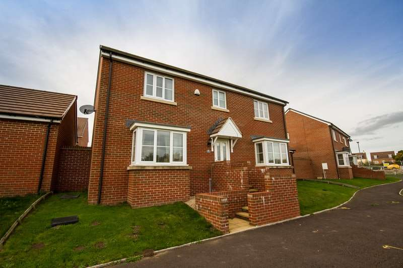 4 Bedrooms Detached House for sale in Cuckoo Walk, Trowbridge, Wiltshire, BA14