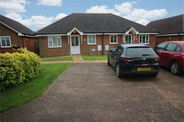 2 Bedrooms Semi Detached Bungalow for sale in The Oaks, Mattishall, Dereham, Norfolk