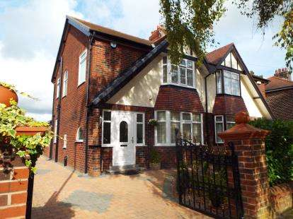 3 Bedrooms Semi Detached House for sale in Parklands Drive, Fulwood, Preston, Lancashire, PR2