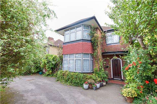 3 Bedrooms Detached House for sale in Valley Drive, KINGSBURY, NW9 9NP