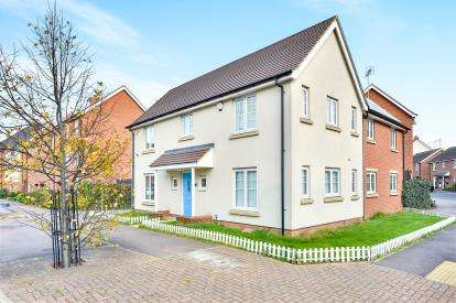 4 Bedrooms Detached House for sale in St. Helena Avenue, Newton Leys, Bletchley, Milton Keynes