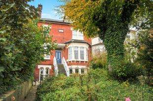 2 Bedrooms Flat for sale in Avondale Road, South Croydon