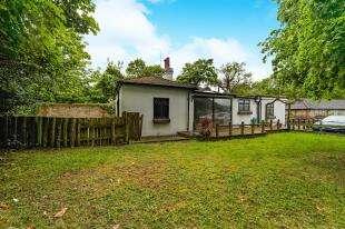 3 Bedrooms House for sale in Kingswood Lane, Warlingham, Surrey, .