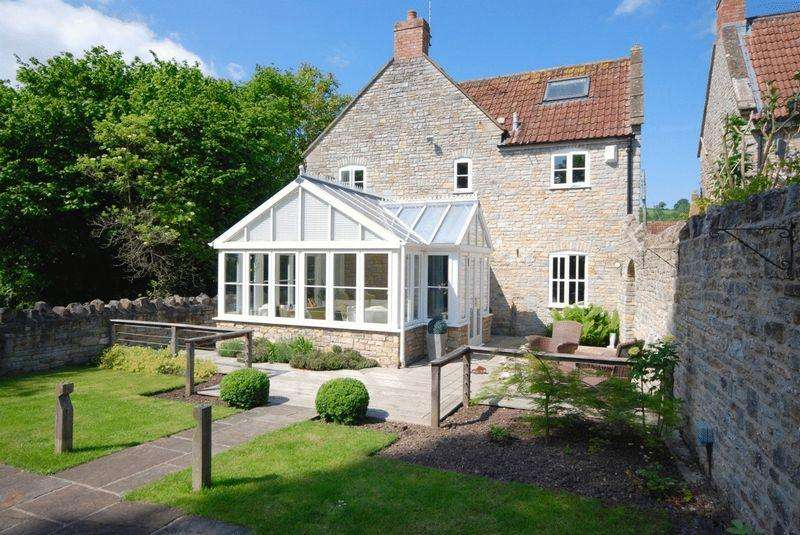 3 Bedrooms Detached House for sale in High Street, North Wootton