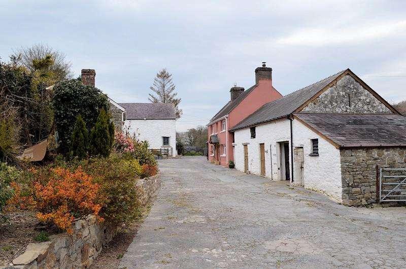 3 Bedrooms Land Commercial for sale in Glan Ceidrych , Bethlehem, Llandeilo, Carmarthenshire. SA19 6YW