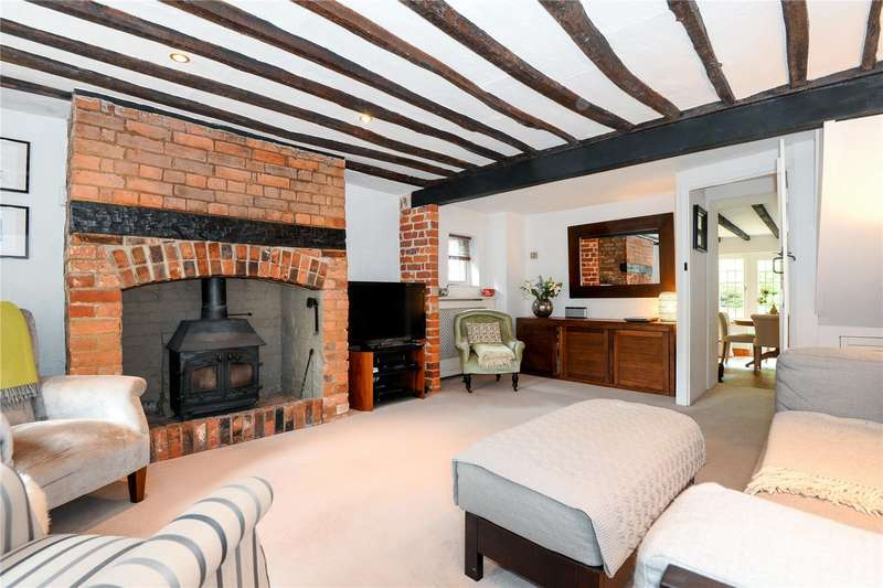 3 Bedrooms Detached House for sale in Church Road, North Waltham, Hampshire, RG25