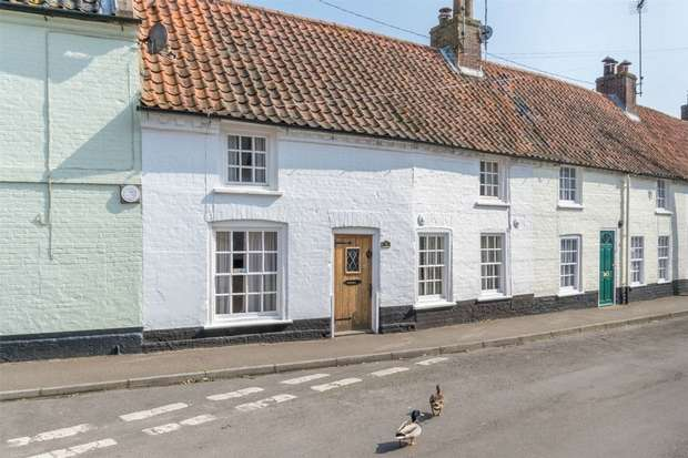 2 Bedrooms Terraced House for sale in 9 Church Plain, Wells-next-the-Sea