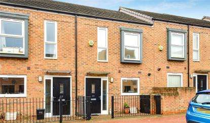 2 Bedrooms Terraced House for sale in Pinson Way, Orpington