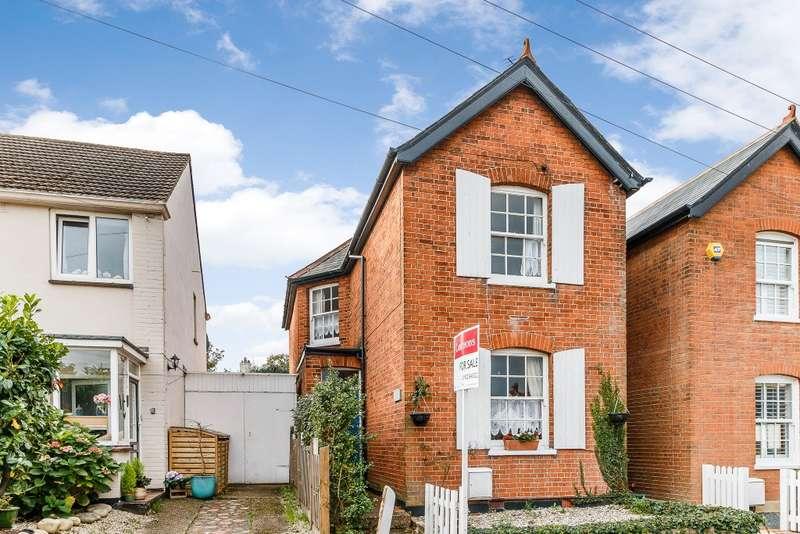 3 Bedrooms Detached House for sale in Weybridge
