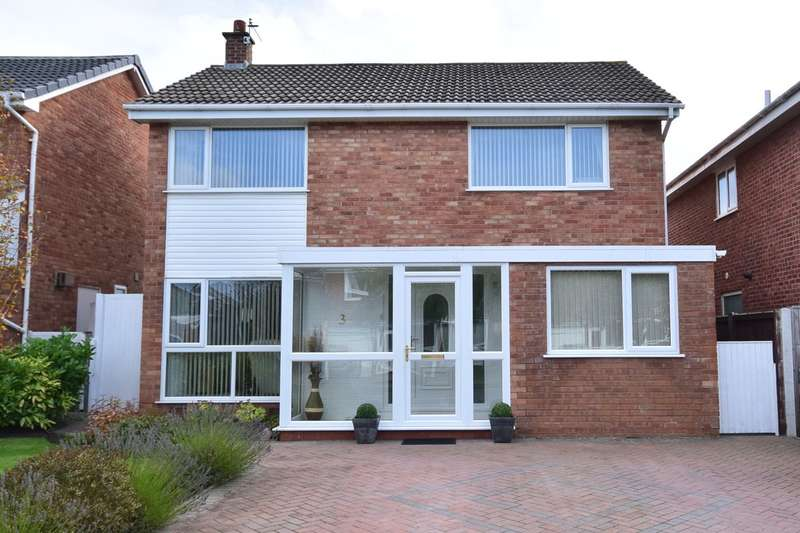 4 Bedrooms Detached House for sale in Larchwood Close, Lytham St Annes, FY8
