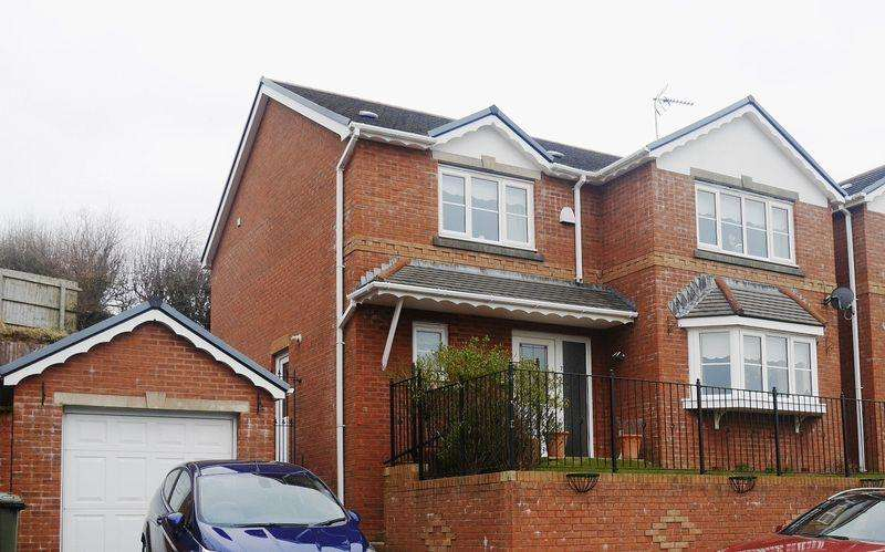 4 Bedrooms Detached House for sale in The Meadows, Tonyrefail, CF39 8BS