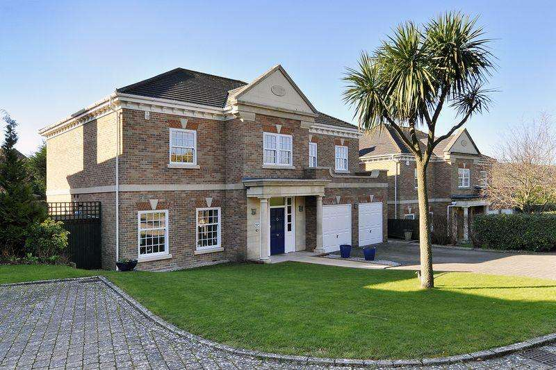 5 Bedrooms Detached House for sale in Stable Lane, Worthing