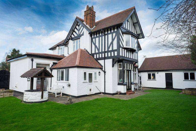 4 Bedrooms Detached House for sale in Tyninghame Avenue, Tettenhall, Wolverhampton