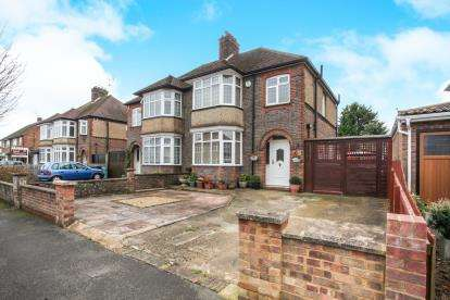 3 Bedrooms Semi Detached House for sale in St. Martins Avenue, Luton, Bedfordshire, Stopsley