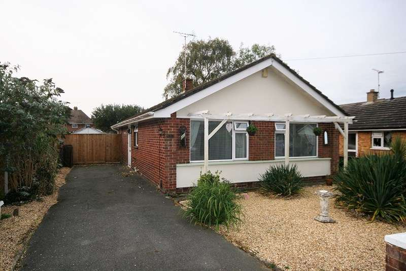 2 Bedrooms Detached Bungalow for sale in Beacon Park Road, Poole
