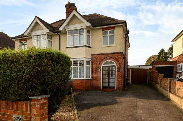 3 Bedrooms Semi Detached House for sale in Wendover Way, Tilehurst, Reading