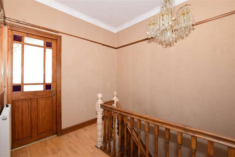 3 Bedrooms Terraced House for sale in Quebec Road, Ilford, Essex