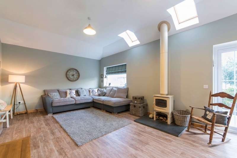 5 Bedrooms Detached House for sale in Knock Street, Whitehills, Banff, Aberdeenshire, AB45 2NW