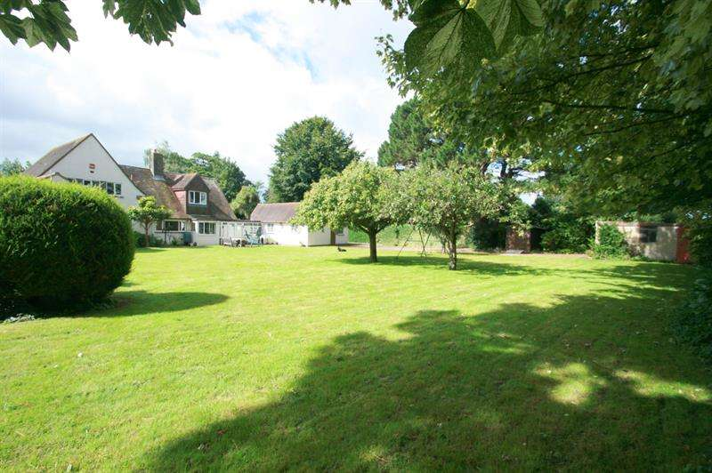 4 Bedrooms Detached House for sale in Meadowlands, Havant