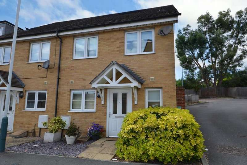 3 Bedrooms End Of Terrace House for sale in Hyde Close, Romford, RM1