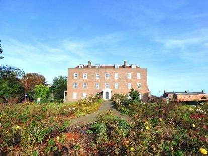 2 Bedrooms Flat for sale in 206 Heritage Way, Priddys Hard, Gosport