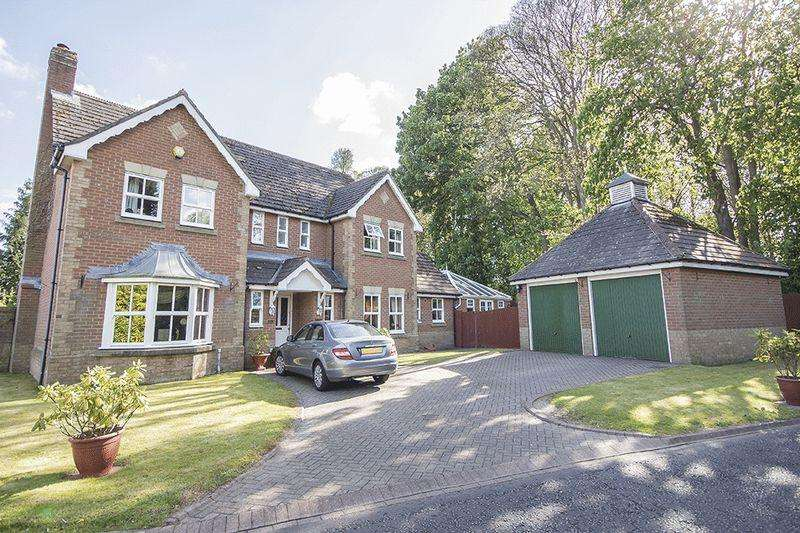 5 Bedrooms Detached House for sale in McCracken Close, Gosforth NE3 2DW
