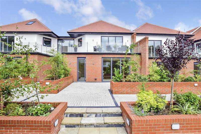 2 Bedrooms Apartment Flat for sale in Eden Lodges, Eden Avenue, Chigwell, Essex