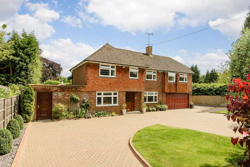 4 Bedrooms Detached House for sale in Simons Walk, Englefield Green