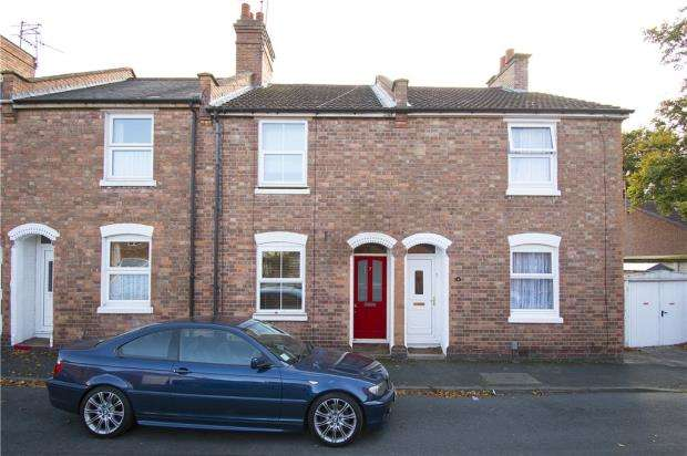 2 Bedrooms Terraced House for sale in Meadow Road, Warwick