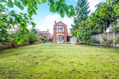 5 Bedrooms Detached House for sale in Highgate Road, Walsall, West Midlands
