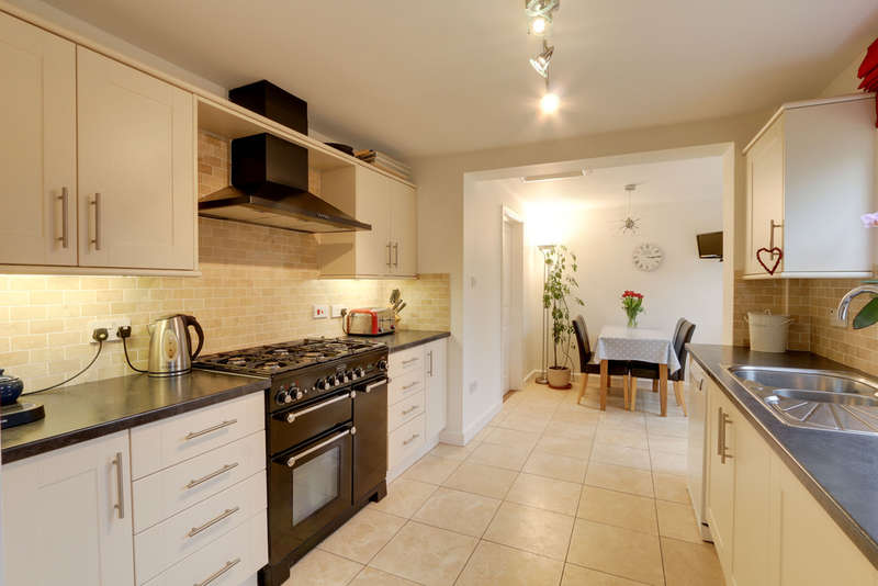 4 Bedrooms Detached House for sale in St Johns Close, Bishopsteignton