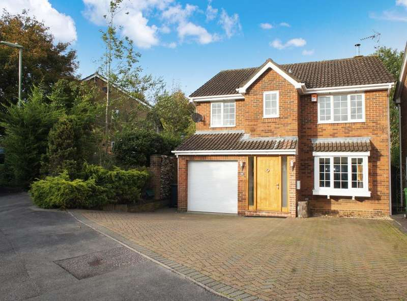 4 Bedrooms Detached House for sale in Woodgarston Drive, Hatch Warren, Basingstoke, RG22 4YL