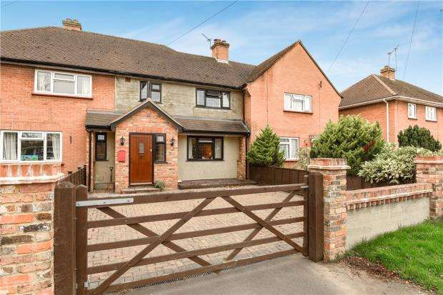 3 Bedrooms Terraced House for sale in Western Avenue, Egham, Thorpe