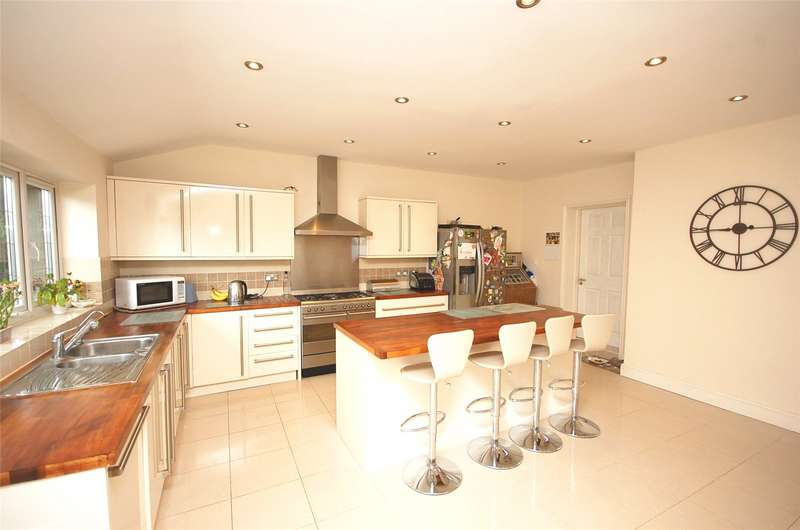 4 Bedrooms Semi Detached House for sale in Saddlescombe Way Woodside Park London N12