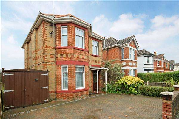 5 Bedrooms Detached House for sale in Ashley Road, Poole