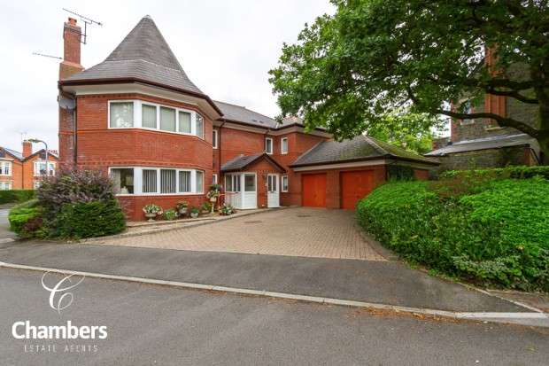 2 Bedrooms Apartment Flat for sale in Redwood Court, Llanishen, Cardiff, CF14