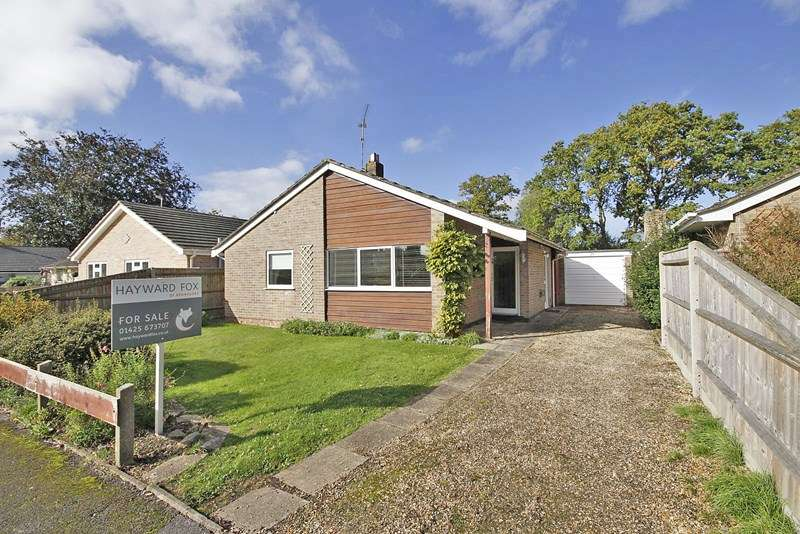 2 Bedrooms Detached Bungalow for sale in Wiltshire Gardens, Christchurch