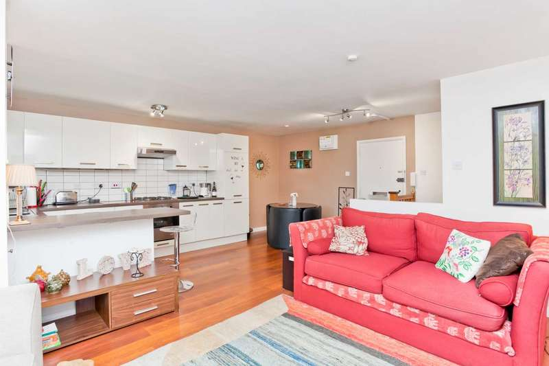 2 Bedrooms Flat for rent in Spacious East Brighton Apartment