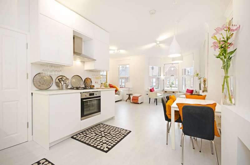 3 Bedrooms Maisonette Flat for sale in Seymour Road, Leyton, E10