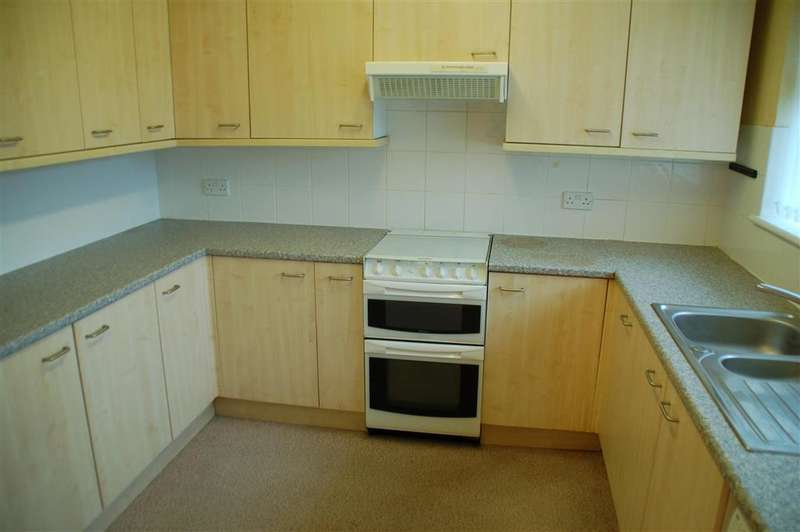 2 Bedrooms Semi Detached Bungalow for sale in Pluckley Gardens, Cliftonville, Margate, Kent