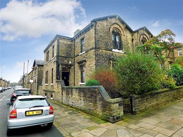 3 Bedrooms Semi Detached House for sale in Albert Road, Saltaire, Shipley