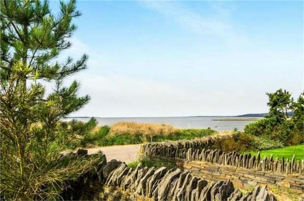 2 Bedrooms Flat for sale in Machynys, Llanelli, Carmarthenshire