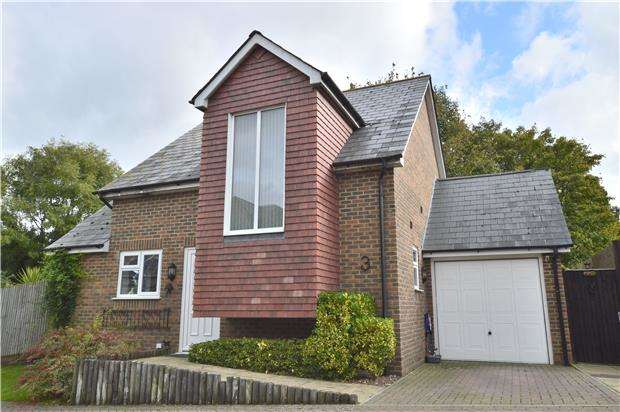 3 Bedrooms Detached House for sale in Wraymead,St Leonards, TN38 0FR