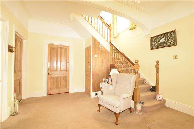 4 Bedrooms Detached House for sale in Woodville Road, BEXHILL-ON-SEA, East Sussex, TN39 3ET