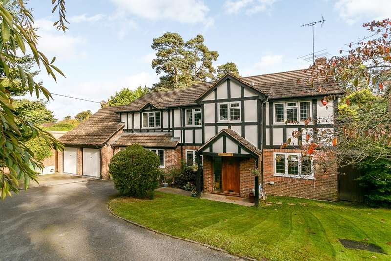 5 Bedrooms Detached House for sale in Headley Down